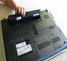 Cách khắc phục laptop báo pin đầy nhưng rút sạc thì tự tắt